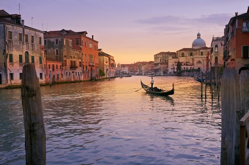 Tidigt på morgonen kan det vara så här fridfullt i Venedig.