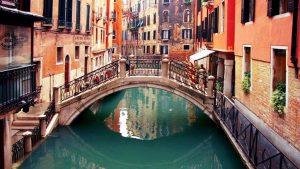 Ju mindre bagage du har med dig desto lättare kommer det att vara för dig att ta dig fram i Venedig.