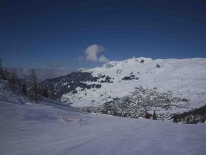 Den schweisiska skidorten Verbier sedd uppifrån.