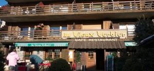 Aux Vieux Verbier är kitschigt inrett, men har god mat.