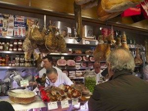 På delikatessbutiken Volpetti finns det mesta och lite till i delikatessväg!