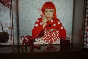 Yayoi Kusama är en otroligt bred konstnär som fortfarande jobbar för fullt.