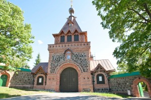 Nunneklostret i Kuremäe bebos fortfarande av 100 nunnor.